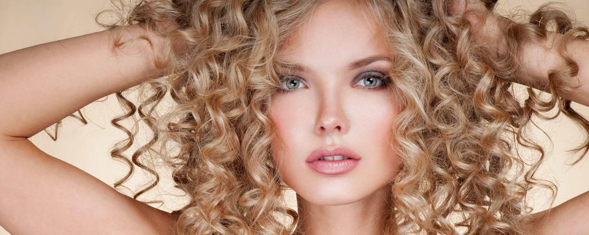 Завивка волос в салоне красоты
