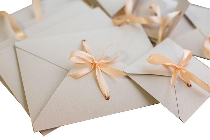 Спеши порадовать подарками