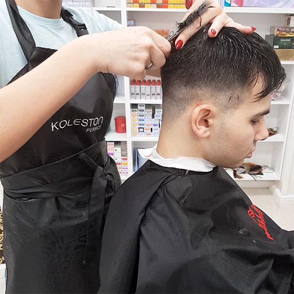 Стрижка волос филировочными ножницами