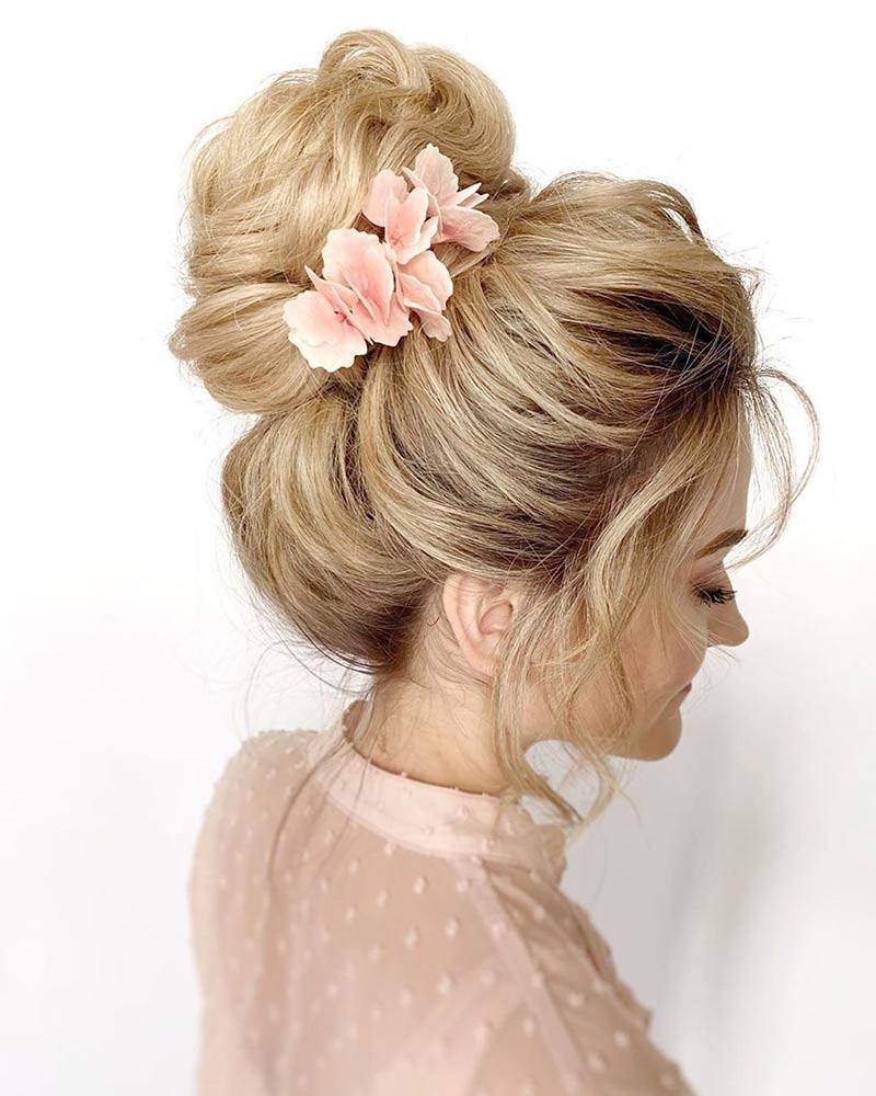 Нарядный пучок на волосы для невесты
