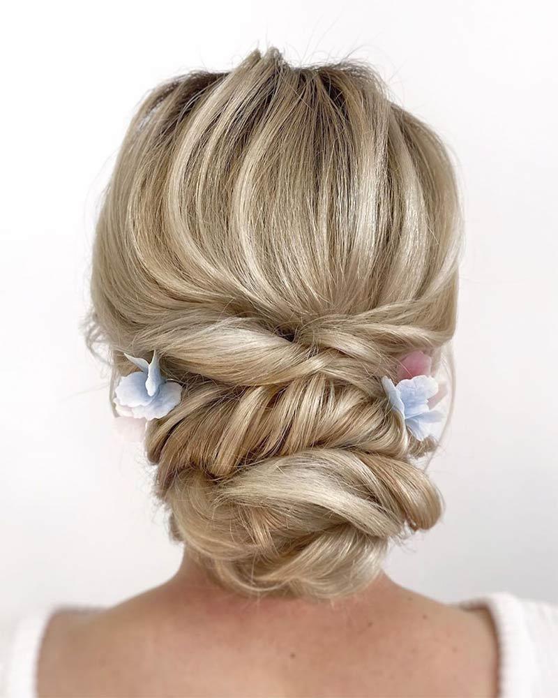 Прическа свадебная с плетением