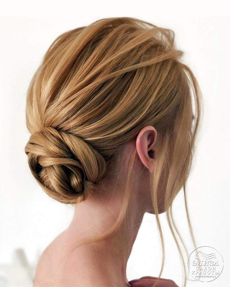 Прическа небрежный пучок на средние волосы