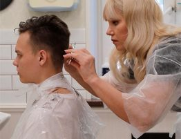 Стрижем мужские волосы