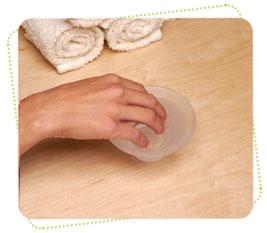 Размягчение кутикулы и очищение рук